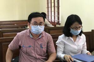 Thầy cho trò diễn 'cảnh nóng': Tòa đình chỉ xét xử