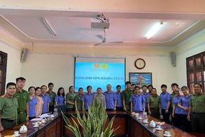 VKSND tỉnh Tiền Giang tổ chức giao lưu sinh hoạt Câu lạc bộ tiếng Anh