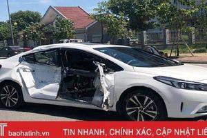 Va chạm mạnh với ô tô tải tại ngã tư ở TP Hà Tĩnh, xe con hiệu Kia bị biến dạng