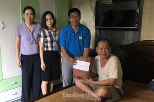 Thăm và tặng quà hỗ trợ giáo viên mắc bệnh hiểm nghèo