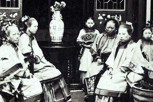 Loạt ảnh cũ phản ánh chân thật vẻ ngoài của các nữ nhân trong một gia đình quan chức triều nhà Thanh