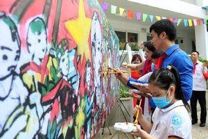 Học sinh Hà Nội hào hứng vẽ tranh 'Việt Nam – Cuba thắm tình đoàn kết'