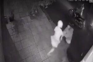 Cô gái giằng co giữa vòng vây nhóm cướp trong đêm ở Đồng Nai