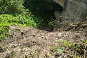 Tiếp bài đổ trộm phân bùn bể phốt trên Đại lộ Thăng Long: Hé lộ nhiều bất cập