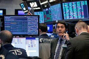 Đón loạt tin vui từ dữ liệu kinh tế, chứng khoán Mỹ tiếp tục leo dốc
