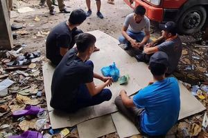 Một đối tượng truy nã bị bắt giữ khi đang đánh bạc tại Hà Nội