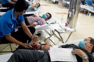 Gần 400 người tham gia Ngày hội hiến máu nhân đạo năm 2020