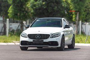 Hàng hiếm Mercedes-Benz C 180 độ C 63 S bán lại với giá chỉ nhỉnh hơn Toyota Camry 160 triệu đồng sau 4.500km