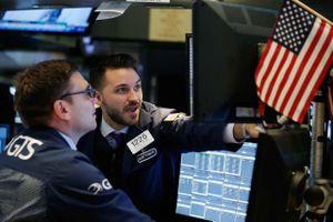 Thị trường chứng khoán hưng phấn giữa cuộc họp quan trọng của FED
