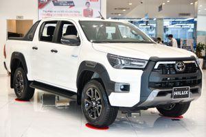 Chi tiết Toyota Hilux Adventure giá 913 triệu đồng tại Việt Nam