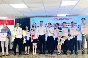 Lễ trao 1.000 sổ hồng tại TP Hồ Chí Minh: Tốn kém ngân sách, không cần thiết!