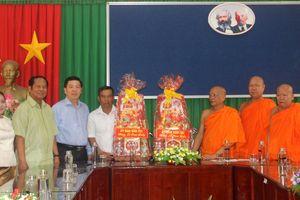 Thăm hỏi, chúc mừng lễ Sene Dolta đồng bào Khmer tại Sóc Trăng
