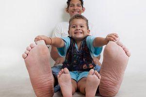 Choáng với chàng trai khổng lồ có đôi bàn chân dài nhất thế giới