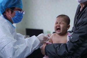 Từ vụ bé 1 tuổi tử vong sau khi tiêm vắc xin viêm não Nhật Bản, đây là những việc cực kì quan trọng bố mẹ cần lưu ý khi đưa con đi tiêm