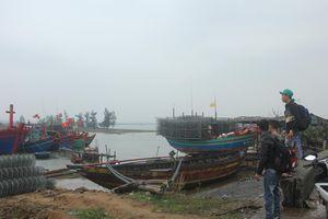 Hà Tĩnh: Gần 300 tàu thuyền đã vào bờ neo đậu trú bão số 5