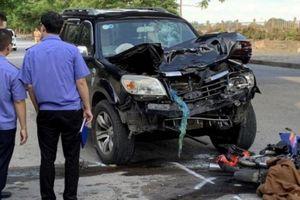 Xe máy đấu đầu ô tô 7 chỗ, cặp vợ chồng tử vong thương tâm