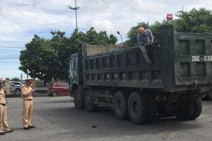 Ninh Bình: 'Cưỡng chế' cắt thùng ngay với xe tải vi phạm