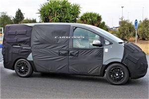 Hyundai Starex thế hệ mới bị lộ ảnh trên đường phố