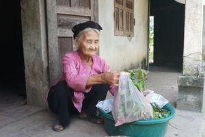 Cụ bà 84 tuổi xin thoát nghèo được khen thưởng trong phong trào thi đua yêu nước