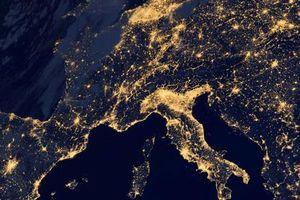 Ngỡ ngãng trước hình ảnh 'siêu thực' của Trái Đất nhìn từ không gian