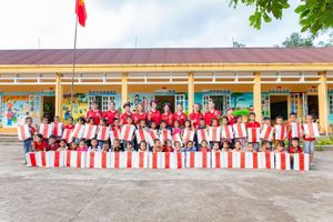 Tặng 200 phần quà trung thu cho trẻ em nghèo Tiên Yên