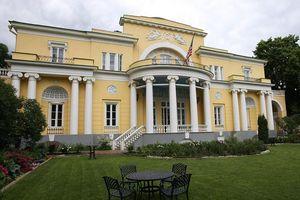 Tài xế Nga 'vào nhầm' nhà Đại sứ Mỹ tại Moscow, nghi say xỉn