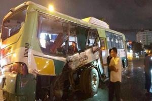 Xe buýt bị xe tải tông ngang trên QL1, 20 hành khách nhập viện