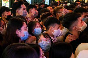 Chen chúc ở phố Tạ Hiện ngày đầu hoạt động trở lại