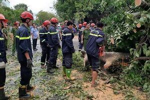 Lực lượng vũ trang TT-Huế giúp dân khắc phục sau bão