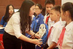 Trao học bổng 'Thắp sáng ước mơ thanh thiếu nhi Quảng Ngãi' lần thứ 7