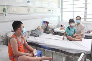 Hạ sốt đúng cách cho bệnh nhân sốt xuất huyết
