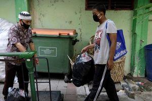 Hình ảnh HS Indonesia đổi rác lấy sóng wifi