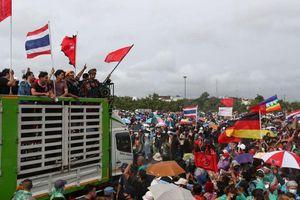 Thái Lan: Hàng nghìn người đội mưa biểu tình yêu cầu hiến pháp mới