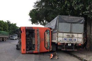 Tin giao thông sáng 19/9: Liên tiếp va chạm xe tải, 1 người tử vong, hơn 20 người bị thương