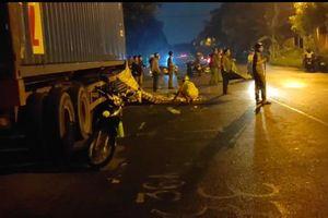 Tông vào thùng hàng container bên đường, một người tử vong