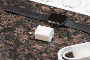 Apple Watch Series 6 và SE không bán kèm củ sạc