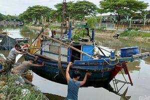 Cận cảnh ngư dân Đà Nẵng hạ thuyền vươn khơi sau bão