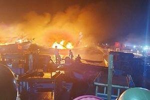 Điều tra vụ cháy 2 tàu cá và 1 xuồng máy ở cảng Đá Bạc