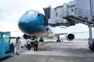 Vietnam Airlines chính thức bay thương mại quốc tế