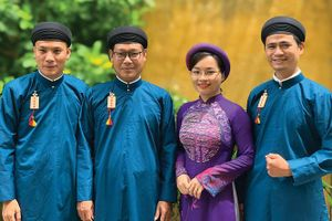 Áo dài nam truyền thống: Ứng dụng phổ biến được không?