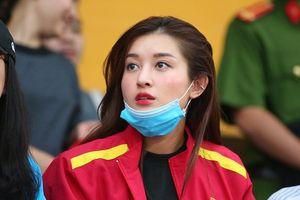 Á hậu Huyền My đến sân cổ vũ 'hậu duệ Thể Công' ở chung kết cúp Quốc gia