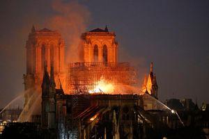Biểu diễn kỹ thuật làm mộc thời Trung Cổ trước Nhà thờ Đức Bà Paris