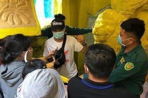 Thân nhân nhận dạng 478 hũ tro cốt tại chùa Kỳ Quang 2