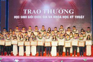 Nghệ An: Tuyên dương HS đạt giải quốc tế, quốc gia và điểm cao Tốt nghiệp THPT
