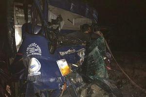 Va chạm kinh hoàng giữa xe tải và xe container trên cao tốc TP.HCM - Trung Lương, 2 người tử vong