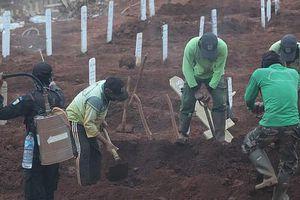 Indonesia: Phạt đào mộ nếu không đeo khẩu trang
