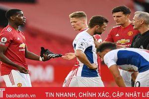 Man Utd thua thảm trên sân nhà trong ngày ra quân Premier League
