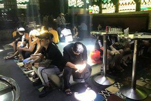 Đột kích quán bar ở Tiền Giang, phát hiện hơn 100 người dương tính ma túy