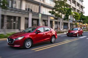 Mazda2 thêm ưu đãi, CX-8 thêm gói trang bị giá không đổi