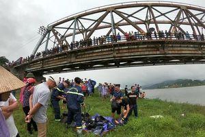 Tài xế lao xuống sông cứu cô gái bị ngã, cả 2 người cùng tử vong